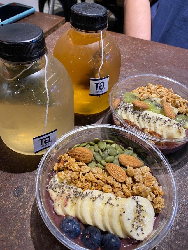 Acai Bowl and Iced Tea
