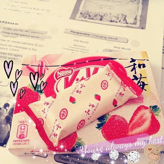 Temptation😈😈🍓🍫✨✨ #tgih #instamood #instahub #instadaily #insta #chocolate #photooftheday #instafood #foodporn #japan