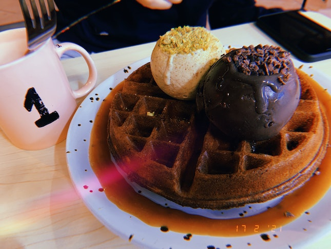 Waffle with 2 Scoops