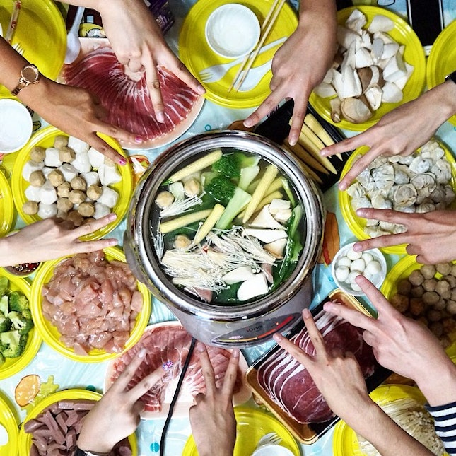 That's how steamboat should be eaten, with a group of friends and talking about anything and everything under the sun 🍲