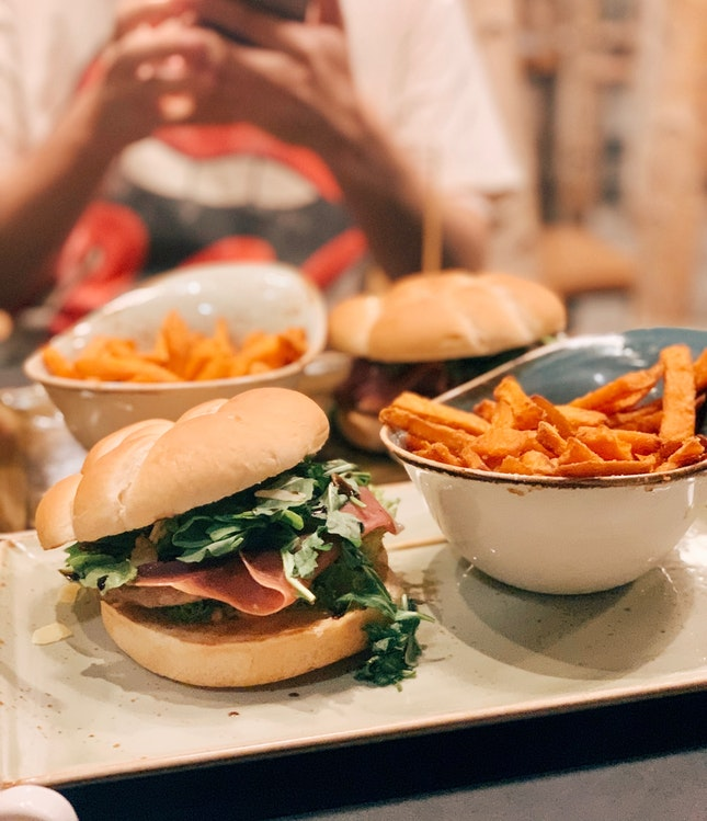 hans im glück burger set ($24)