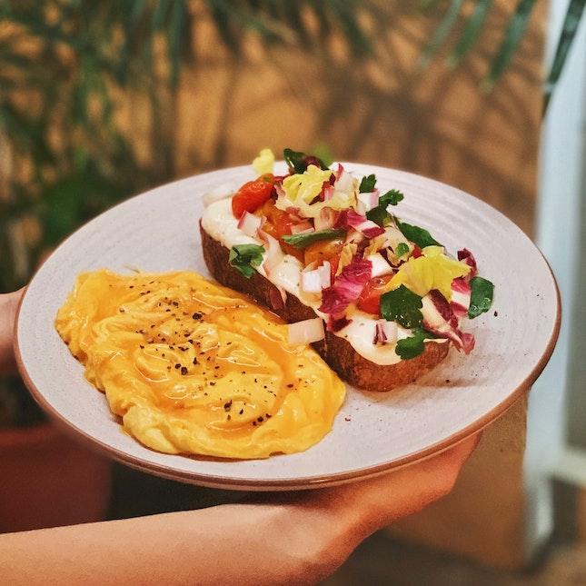 ricotta tartine with scrambled eggs