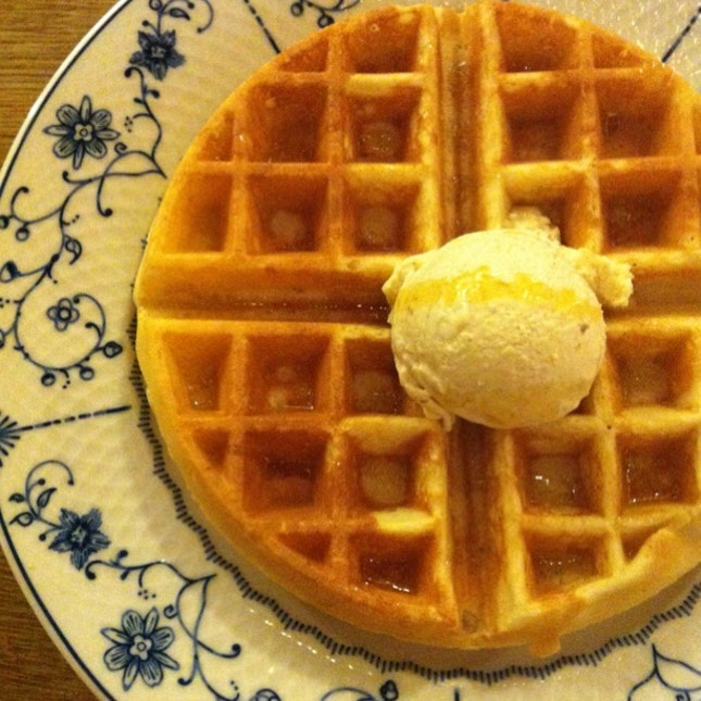 Waffle With Cheesecake Ice-cream & Toffee Sauce