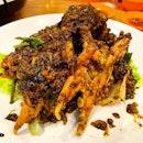 Black Pepper Crab _ Fresh, succulent, meaty Sri Lanka Crab with spicy black pepper.
