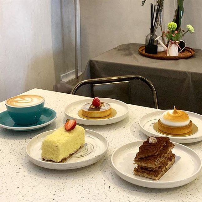 Coffee and Cakes after brunch _ Pretty cool place to chill out with friends in the West _ Food Trail, 2nd stop 02/03/2019 _ #sqtop_foodtrail  #sqtop_cafe  #sqtop_desserts  #whatmakessg  #PassionMadePossible #burpple #burpplesg