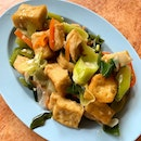Fried beancurd with leeks.