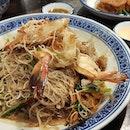 The wok hei and lardo taste on the prawn fried bee hoon is truly #foodkinggood ($16.80 mid prawn/$19.80 large prawn).