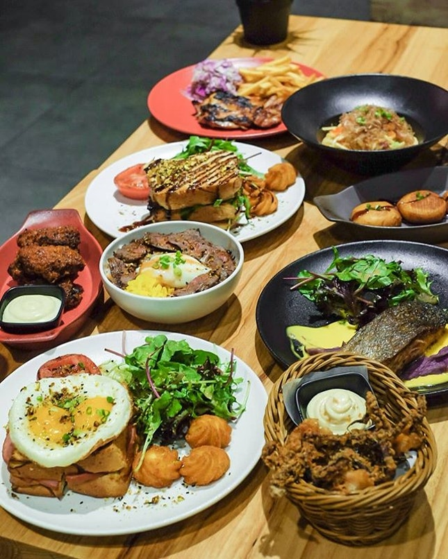 A few walks from Paya Lebar MRT, Nuevo Cafe serves good and affordable European Inspired dishes with a touch of Japanese Influences.