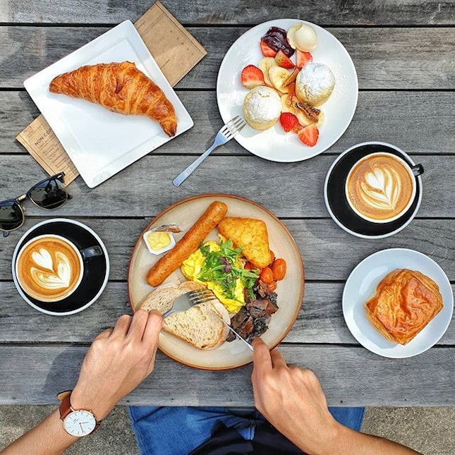 Problems Solved on a leisurely breakfast 🍳🍳🍳 Can'te get enough of my  #DanielWellington timepiece.