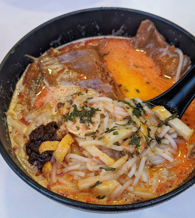 It's been awhile since I've had laksa 😍😍 and the best way to have it is with otah, extra cockles and good company la.