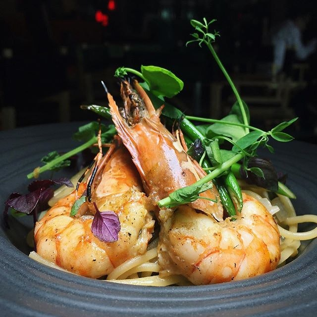 """The Early Fatback: Monica's """"Too Much Garlic"""" Aglio Olio (dashi infused aglio olio with king prawn and garlic snaps) from Central Perk Singapore."""