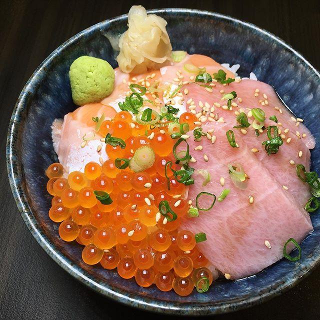 Premium Sanshoku Don (bluefin fatty tuna belly, Norwegian salmon belly, Hokkaido salmon caviar) from Sushiro at Thomson Plaza.