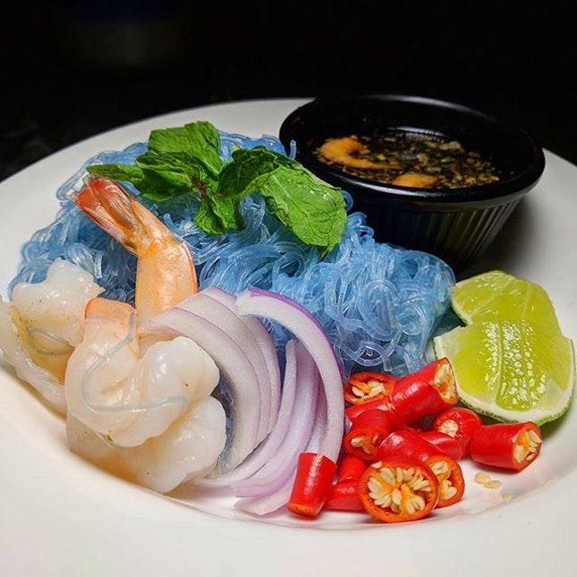 Butterfly Pea Glass Noodle Salad from Soi Thai Soi Nice (@soithaisoinice), a casual Thai dining concept with outlets at Seletar Mall and Alexandra Central.