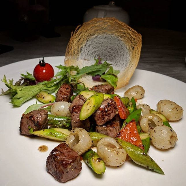 The Early Fatback: Stir-fried Wagyu Beef Cubes with Black Pepper and Longan from Xin Cuisine, Holiday Inn Singapore Atrium (@holidayinnsgatrium).
