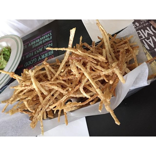 Honestly I could finish this entire truffle taro fries!!