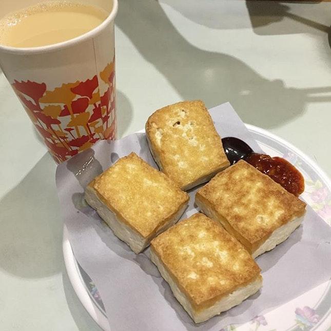 A simple lunch at Causeway Bay 😋😋 Expect a queue during peak hours #burpple #hongkongeats #burpplehk #hongkong #soyamilk #friedtofu