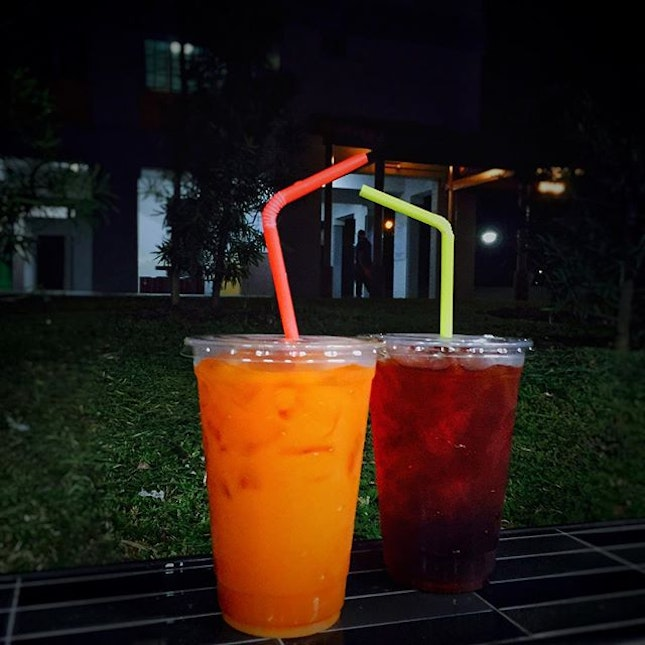 • Thai Milk Tea & Thai Ice Tea🍹• ➖➖➖➖➖➖➖➖➖➖➖➖➖➖➖➖ Feeling rather hot today?😂 Why not grab yourself some Thai drinks today?
