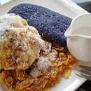 Butterfly pea sticky rice with coconut ice cream > Fried glass noodles .