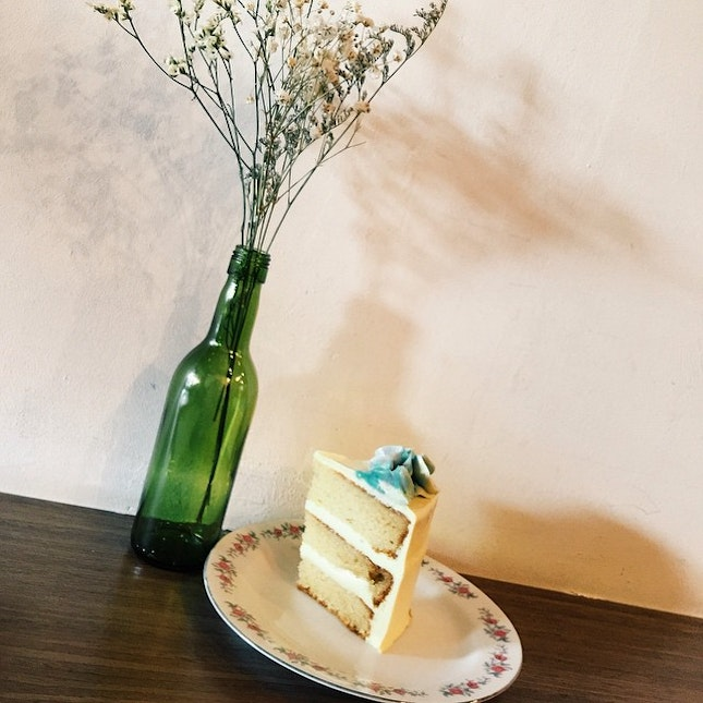 Lovely honey lavender cake this Sunday afternoon!