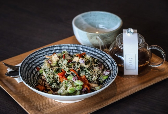 Riding on the grain bowl trend but definitely unlike any you've tried out there, is Clan Cafe's Kakiage bowl with Genmaicha Broth.
