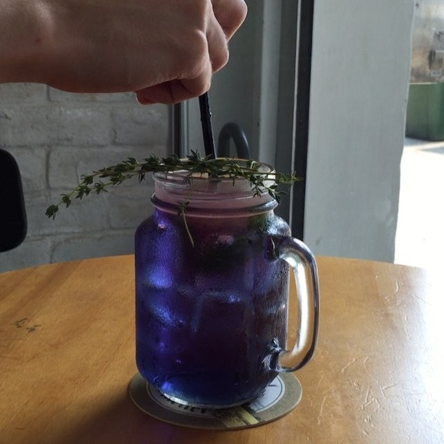 030514// {Ultraviolet Floral Cooler} really innovative and cool drink by @chengsfoodbar that changes colour as the ice holding the lemon juice melts!