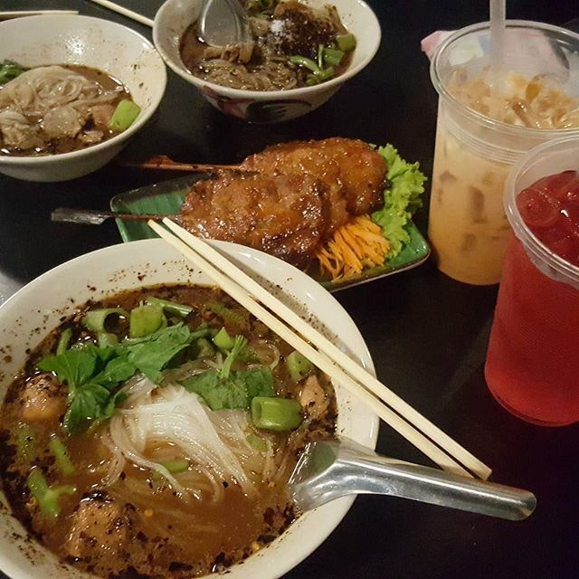 @muay_kannatcha and her cravings for Thai Boat Noodles, @queenietheadorable seem to love it too!
