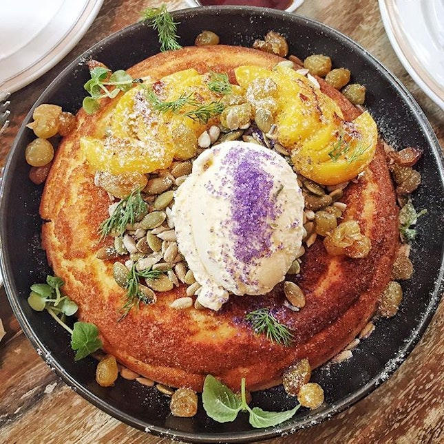 Peach & Raisin Ricotta Hotcake ($14.90)