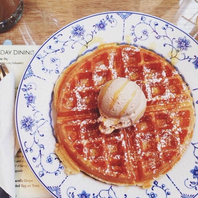 Fluffy waffle with honey cinnamon ice cream!