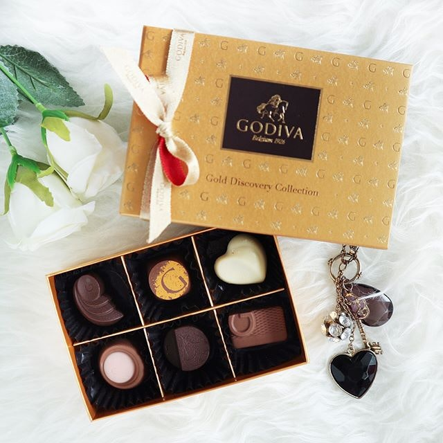 Spending Thursday with sweet treats from Godiva Gold Discovery Collection.