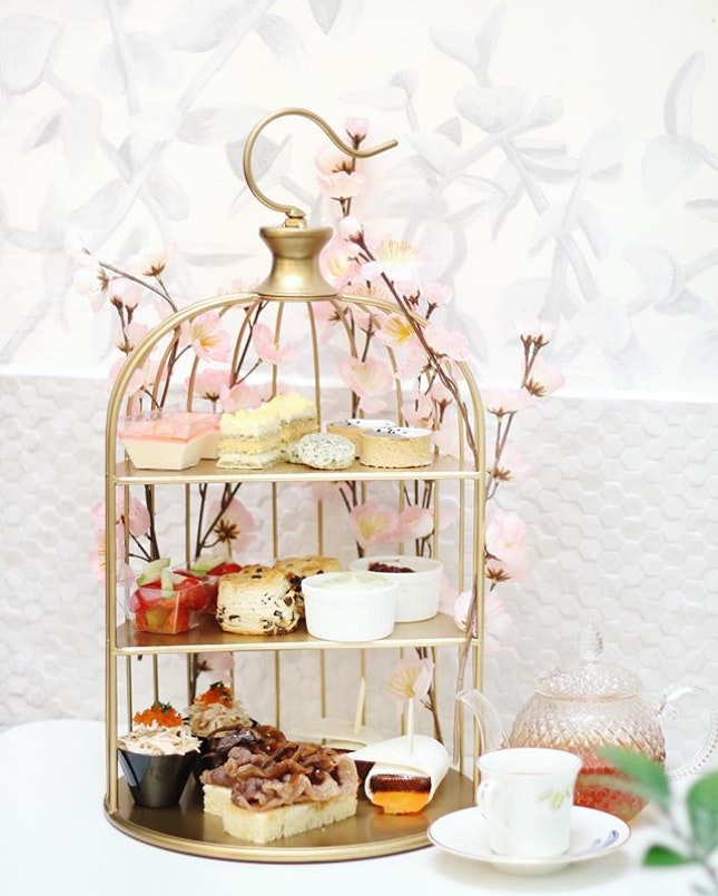 Celebrate the Sakura season and Mother's Day with Sakura Blossoms High Tea Set from @dear.nesuto.