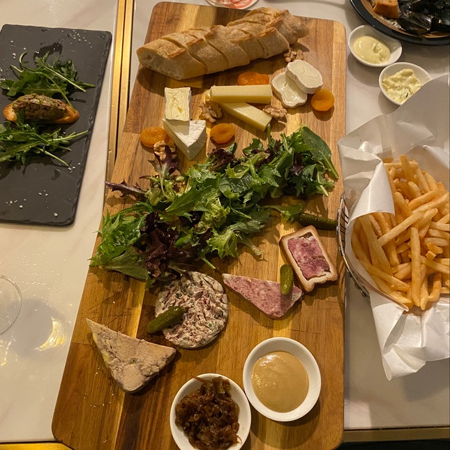 Mixed Platter of Charcuterie & Cheese [$38]