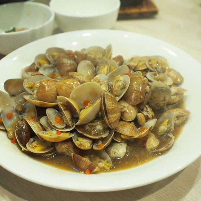 Stir-fried clams w/ yellow beans (S-$12, M-$18).