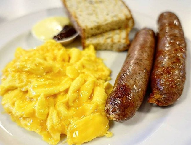 Starting The Day With Creamy Scrambled Egg and Juicy Breakfast Sausages 😋 .