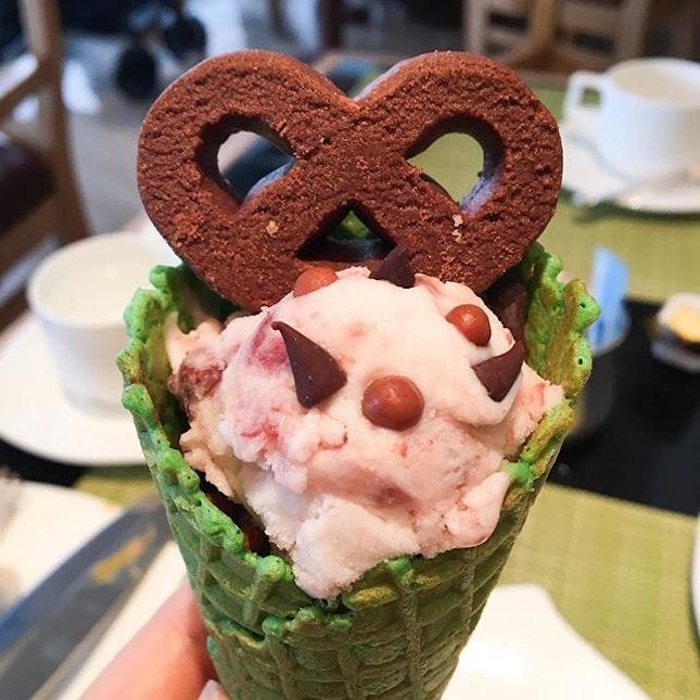 Quality ice-cream at Oscar's buffet! 😍