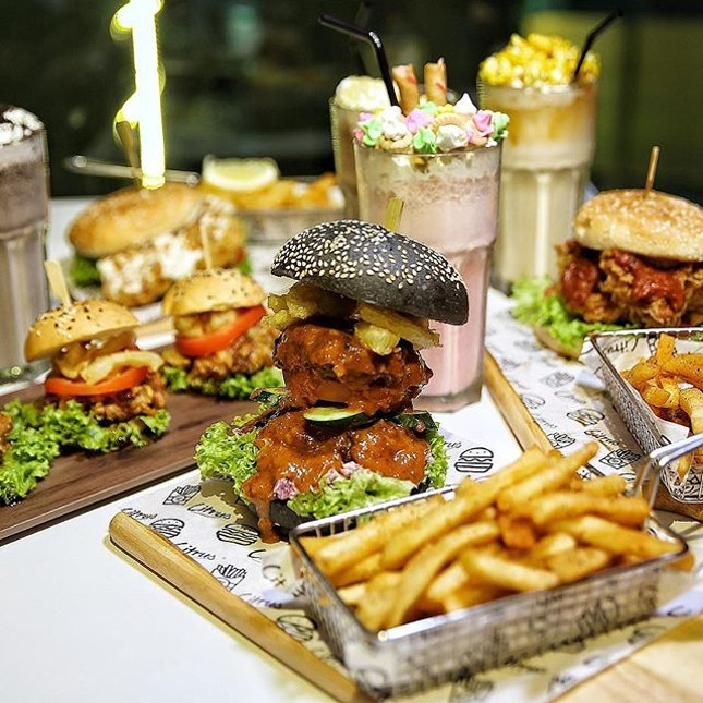 [Halal] Bite into the Little Boss (single patty) $14.90/ BIG Boss (double patty) $17.90 (served with Cajun fries), the chef's specialty burger that defies conventional burgers by combining the best flavours of beef and mutton (BM) in one patty.