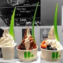 26.12.2015 I finally get to savour this amazing Llao Llao (pronounced Yao Yao) froyo~ Definitely worth queueing up for!