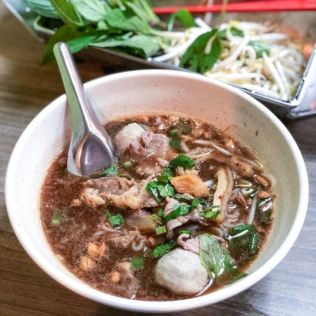 """Favourite Thai Beef Noodles Soup ($5) in Singapore - really """"gao"""" (thick) broth that's good for the recent chilly weather."""