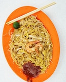 Hong Heng Fried Sotong Prawn Mee (Tiong Bahru Market) This is my virgin eats at Hong Heng and what really lured me to Tiong Bahru was their Michelin bib gourmand status.