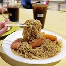 Fried beehoon with luncheon meat, hash brown and a cup of iced kopi peng(Iced Coffee) to complete the meal.
