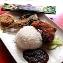 Selera Rasa Nasi Lemak I have always wanted to try the Nasi Lemak at Adam Road Food Centre.