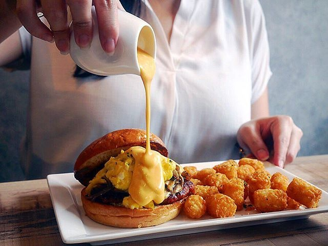 After a few days of Chinese food in Guangzhou, I am craving for Western food, like the Rich Man ($16) - buttered brioche buns with Chorizo patty, smoked cheddar, sautéed mushrooms, caramelised onions, scrambled eggs and truffle mayo!