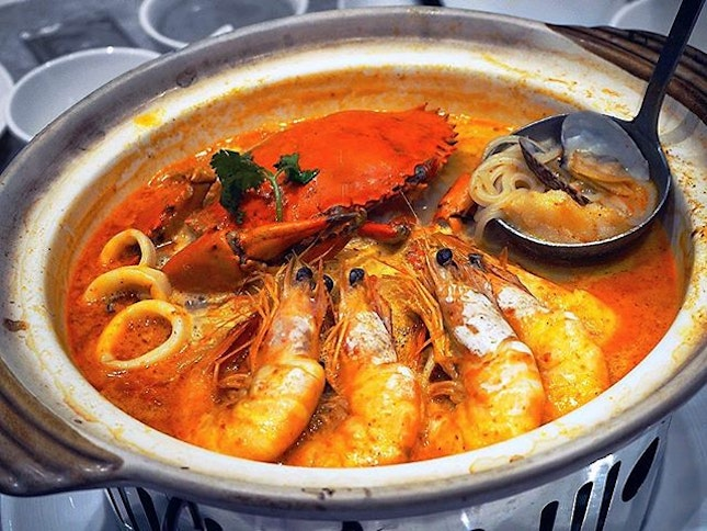 Rainy day makes one crave for soupy food, like this pot of Crouching Tiger, Hidden Dragon ($68.80) with a variety of seafood such as prawns, crab, garoupa fish and squids!