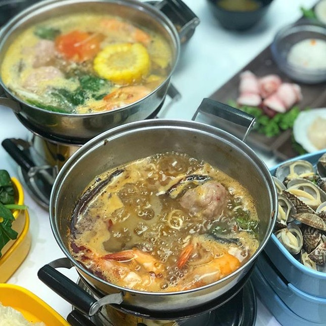 Chill Gen Unlimited Hot Pot Buffet ($18.80-$24.80 for 90 min) is the latest concept by Xin Wang Hong Kong Café, offering 4 soup base like Signature Papaya Soup, Korean Army Stew, Tomato and Homemade Fragrant Spicy soup where you can customise the level of spiciness!