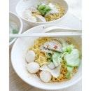 Friday celebratory {Fishball Meepok} with a gargantuan bowl of extra fishballs on the side.