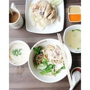 This morning's breakfast situation at #FoodClique Coffeeshop (opens 24/7 for you night owls) - Tian Tian Chicken Rice and {经典幼面一干} from #非板面 || I must admit that I rather love my choice of pork belly dry you mian despite its rather unorthodox sweet salty seasoning.