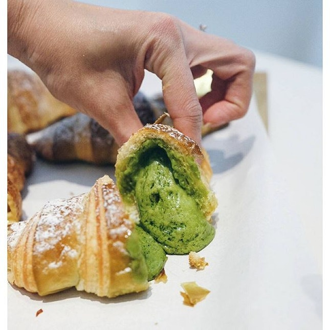 ●_@AsanoyaSG_● // So I thought the combination of {Matcha salted egg} would be a mistake as a croissant stuffing.