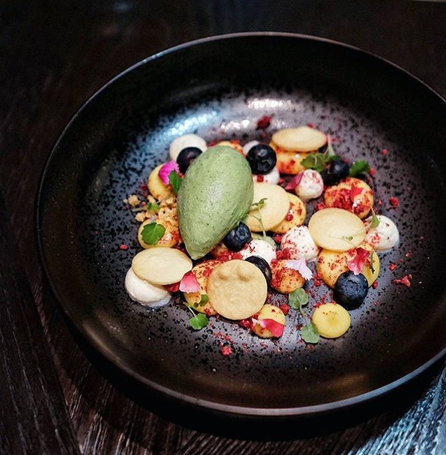 Settling into the weekends with this one ⬆ // {Lemon Curd/ Biscuit/ Wild Berries/ Vanilla Chantilly/ Shiso Leaf} for a revitalizing combination that helps to battle the heat.