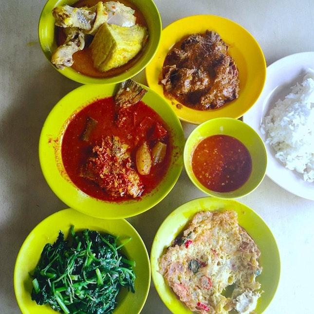 A nasi Padang lunch at Java corner, Stirling road :) #nasipadang #javacorner #lunch #sgfood #sgfoodbunnies #food #foodporn #foodstagram #burrple