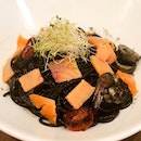 Squid Ink Pasta (S$16.80) ~ Al dente squid ink spaghetti w/ fresh prawns, squid (duh) and smoke salmon.