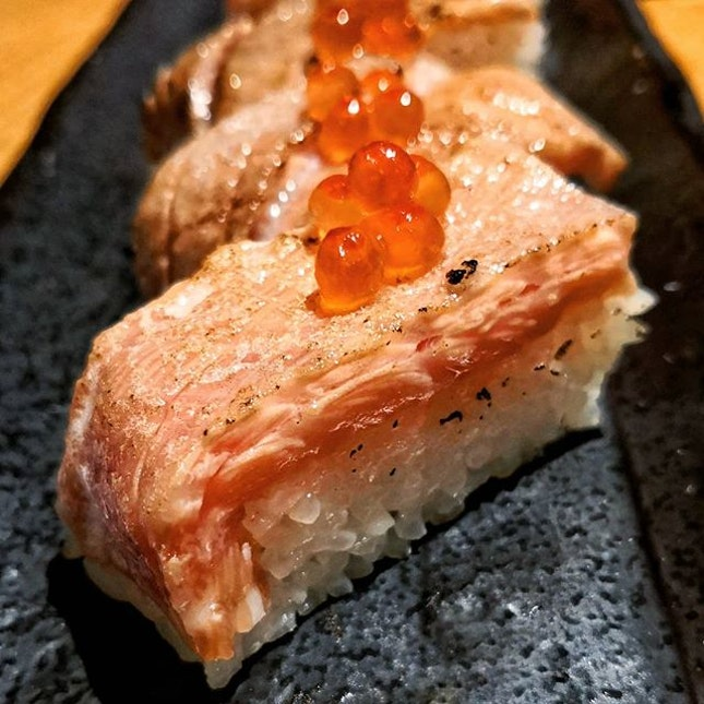 Who knew tat grilled top & raw bottom can be so delicious - tat's aburi for u 🌋 .